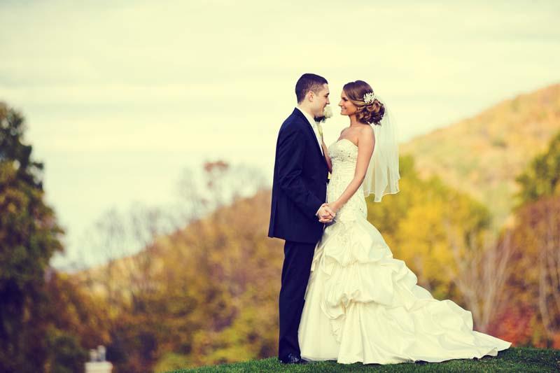 Elegant & Modern Purple Fall Wedding via TheELD.com
