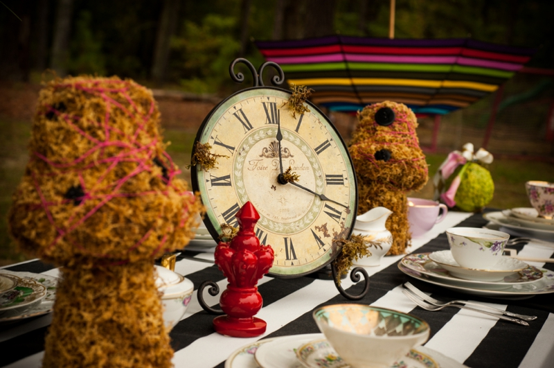 Alice In Wonderland Themed Bridal Shower via TheELD.com