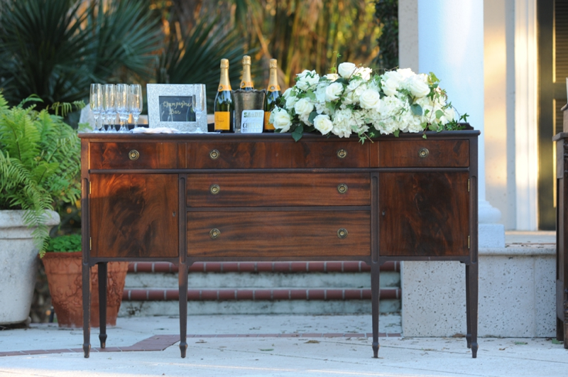 Navy and Gold Vintage Glam Wedding Inspiration via TheELD.com