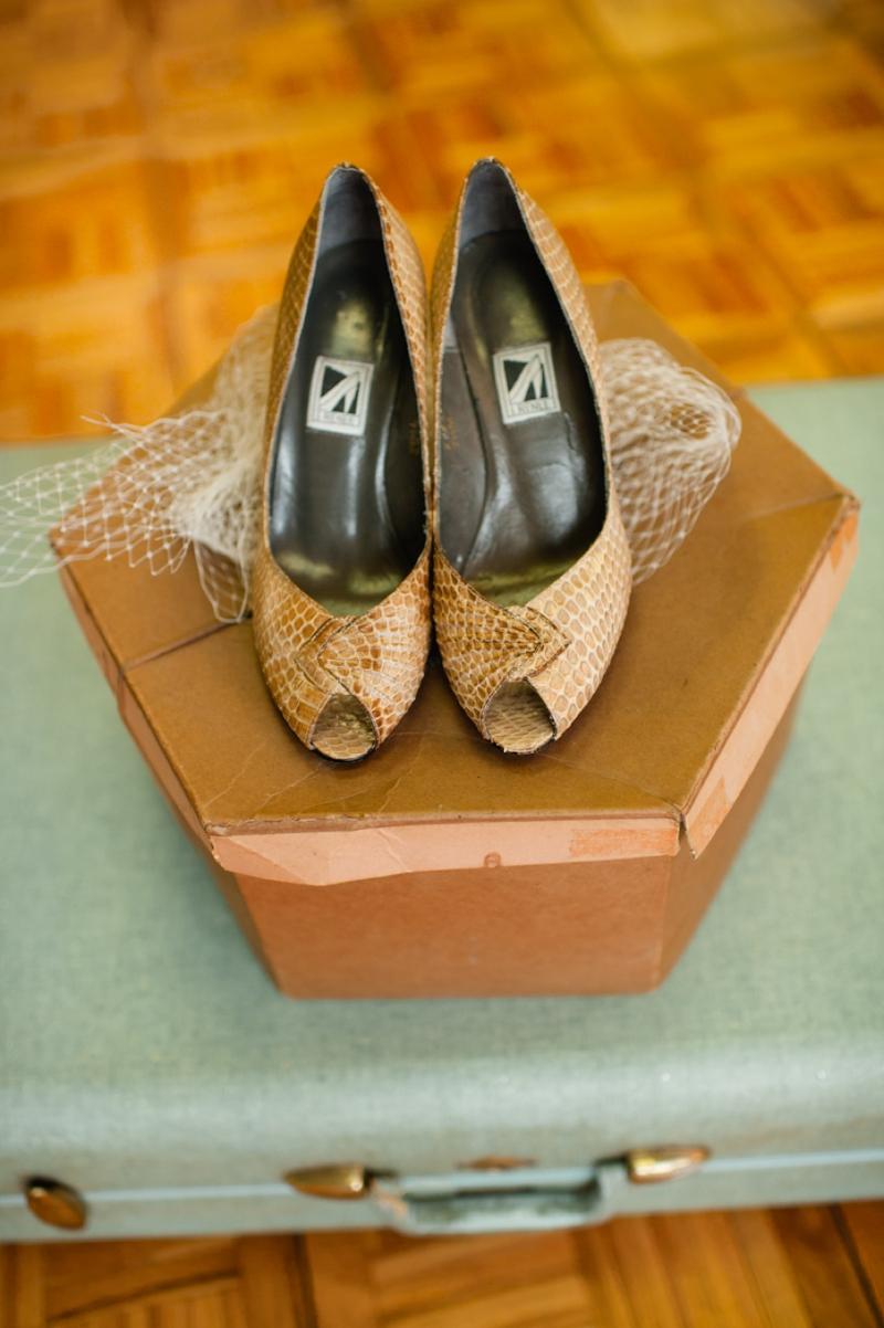 Honeycomb Wedding Ideas {Vintage}  via TheELD.com
