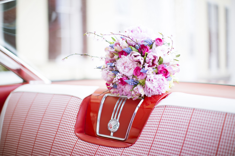 A Modern Eclectic Pink and Blue New Jersey Wedding via TheELD.com