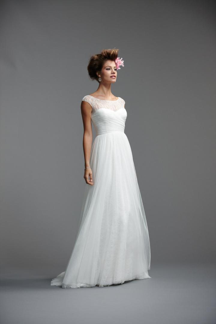 25 Stunning Non Strapless Wedding Dresses via TheELD.com