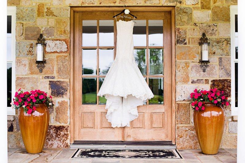 An Elegant Blush and Gray Barn Wedding via TheELD.com
