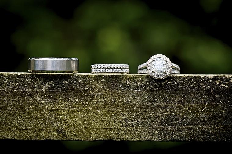 Modern Elegant White, Black and Gold Wedding  via TheELD.com