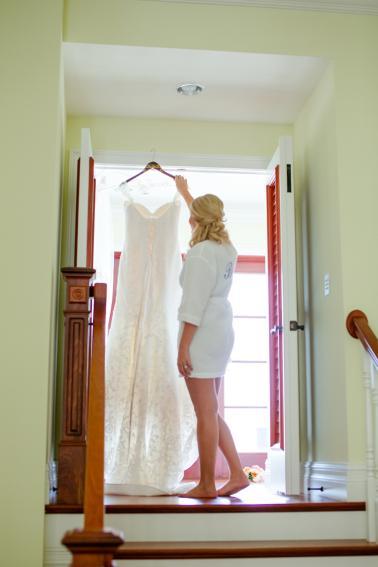 An Elegant Navy and Coral Wedding via TheELD.com
