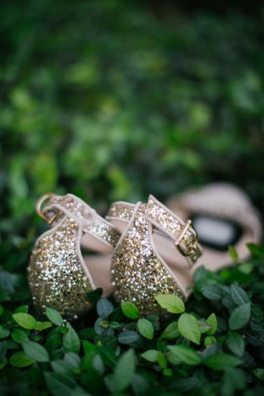 Navy and Peach Garden Wedding via TheELD.com