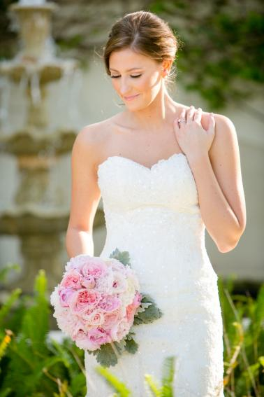An Elegant Blush and Gold Wedding via TheELD.com