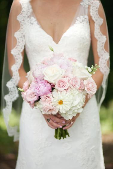 A Romantic Pink and Blue Wedding via TheELD.com