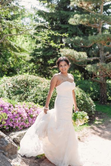 An Elegant Chicago Botanic Garden Wedding via TheELD.com