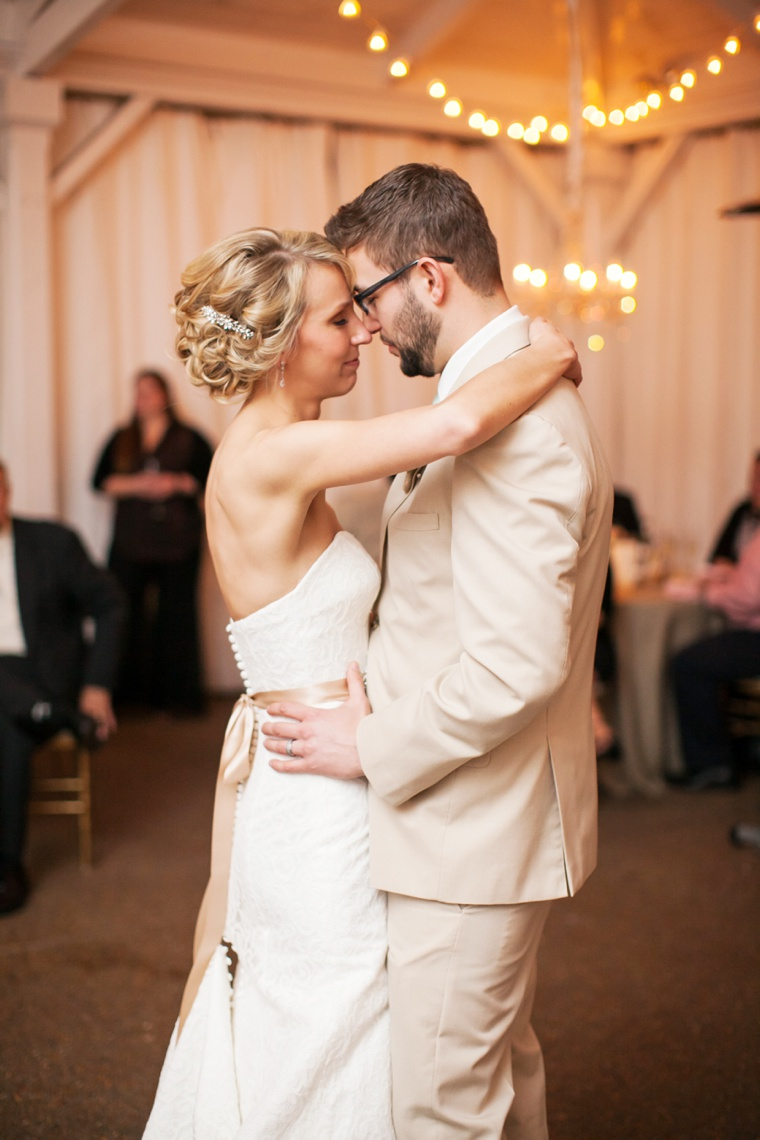 A Charming Blush and Gold Tennessee Wedding via TheELD.com