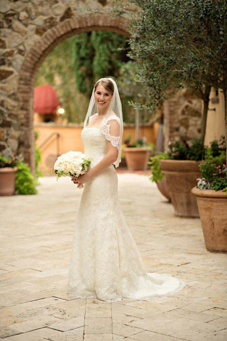 A Rustic Coral and Gold Florida Wedding via TheELD.com