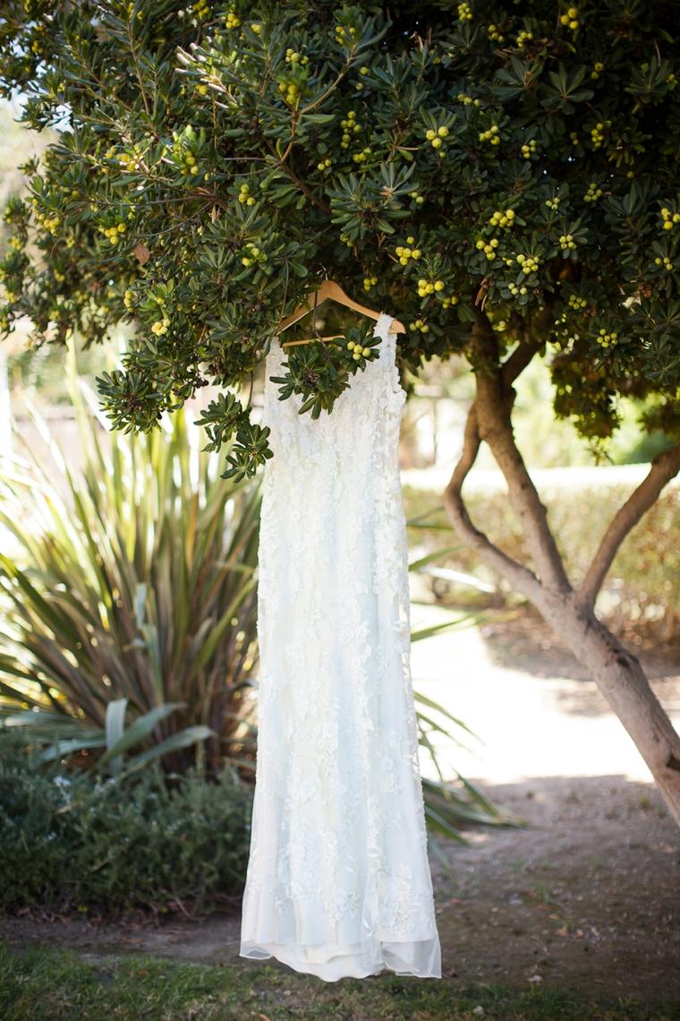A Romantic Cranberry, Maroon & Blush Wedding via TheELD.com