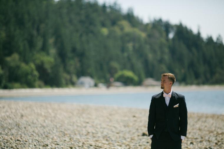 Blush and Gold Seattle Wedding via TheELD.com