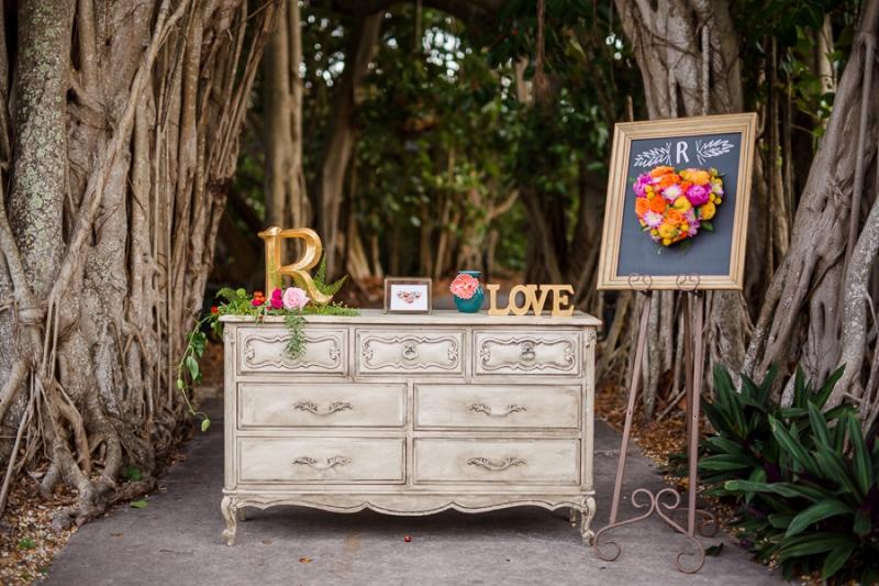 Botanical Bridal Shower Ideas via TheELD.com