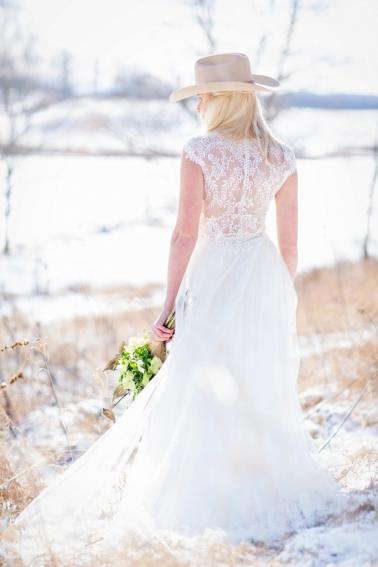 Rustic Elegant Winter Wedding Ideas via TheELD.com