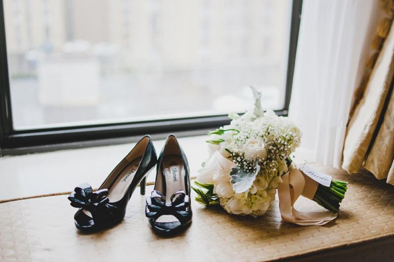 Elegant Gold & White Seattle Wedding via TheELD.com