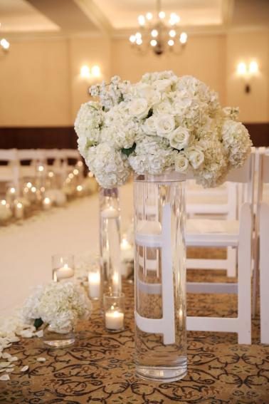 Modern & Romantic White Wedding via TheELD.com