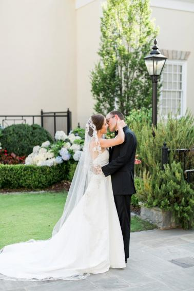 An Elegant Floral Inspired Southern Wedding via TheELD.com