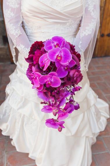 An Elegant Glam Purple California Vineyard Wedding via TheELD.com