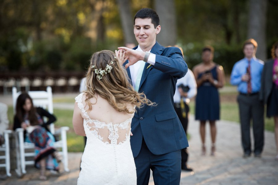 A Classic Navy & White Southern Wedding via TheELD.com
