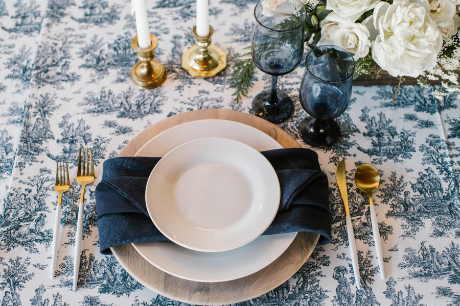 12 Days of Christmas Tabletops: 3 French Hens via TheELD.com