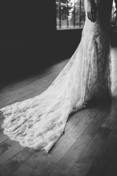 An Elegant White & Green Georgia Winter Wedding Day via TheELD.com