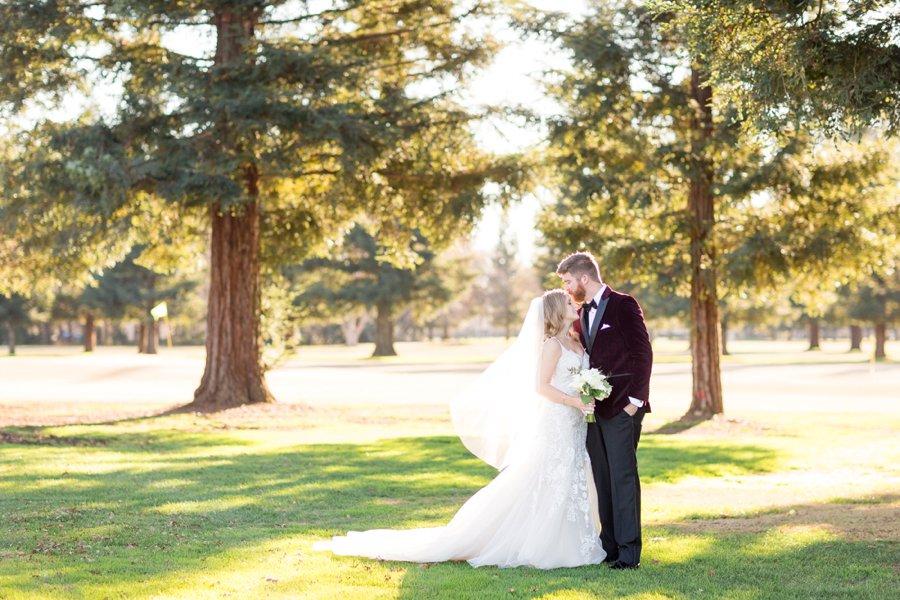An Elegant Navy & White New Years Eve Wedding via TheELD.com