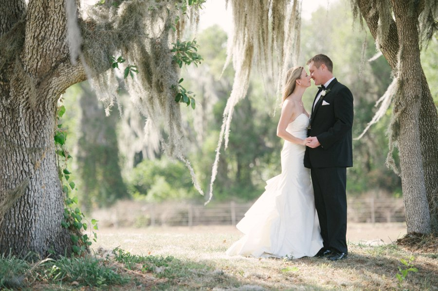 A Charming Blue & Peach Southern Wedding via TheELD.com
