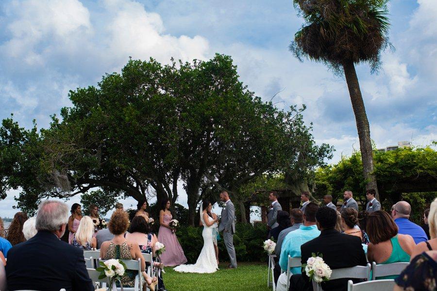 An Elegant, Artful Navy & Red Jacksonville Wedding via TheELD.com