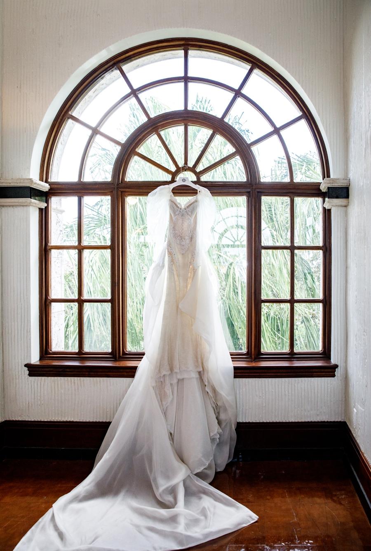 A Glamorous White Orlando Wedding via TheELD.com