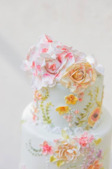 Romantic & Elegant Peach & Coral Wedding Ideas via TheELD.com