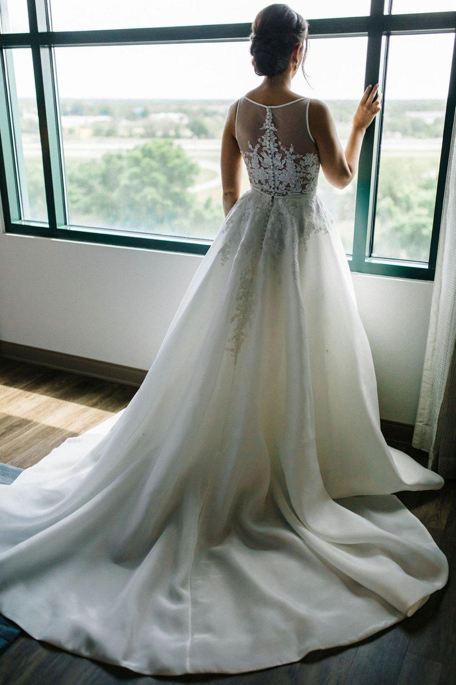 Elegant Hunter Green Wedding in Central Florida via TheELD.com