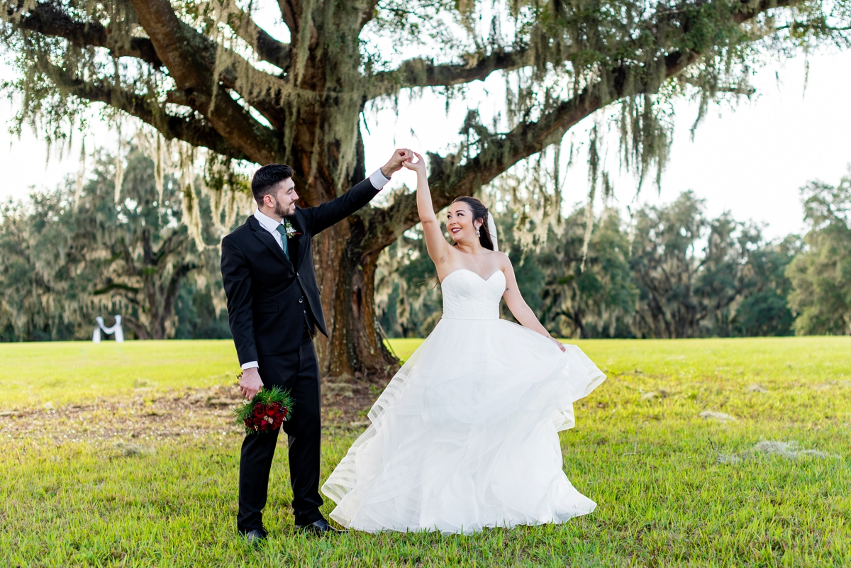 Festive Holiday Inspired Wedding Ideas via TheELD.com